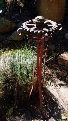 rust on red stand Think there's still some rusty junk at my place - this could happen.Think there's still some rusty junk at my place - this could happen. Recycled Garden Art, Garden Crafts, Garden Projects, Metal Projects, Welding Projects, Rusty Garden, Garden Junk, Metal Yard Art, Scrap Metal Art