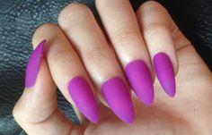 Uñas decoradas color rojo magenta, uñas decoradas magenta largas.  Ven al CLUB #manicuracolores #colornailsdesign #uñaslindas