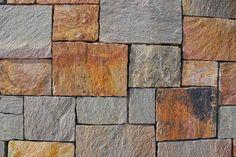 Amedeo Liberatoscioli: Generalmarmi : Il porfido  La pavimentazione da esterni per eccellenza è il porfido. Si tratta di una roccia vulcanica ricca di cristalli che si trova in commercio a forma di lastre dalla sagoma irregolare o a forma di cubetti, definiti sanpietrini.