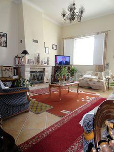 Apartamento  T2 / Loulé, São Clemente - Moradia composta por 2 quartos m suite, sala, cozinha, 1 casa de banho, garagem e quintal. Localização central, próximo de escolas, comércio e serviços.
