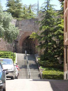 Garden Bridge, Medieval, Sidewalk, Outdoor Structures, Travel, Small Towns, Gates Driveway, Trekking, Bridges