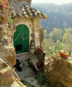 calcata italy - OMGosh, please may I live here! Wonderful Places, Beautiful Places, Places To Travel, Places To Visit, Regions Of Italy, Sustainable Tourism, Exotic Places, Relax, Mediterranean Style