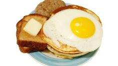 Think that Cholesterol is bad for you? Before you buy into conventional medicine's views on cholesterol, be sure to read this article according to the book of this researcher author. Health Advice, Health And Wellness, Huevos Fritos, Natural News, Natural Healing, Cholesterol, Benefit, Bacon, Healthy Living