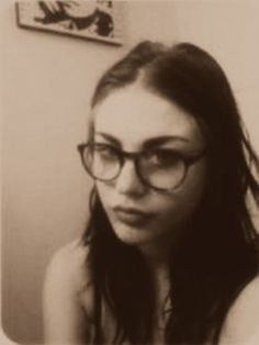 Frances Bean Cobain! Looks like her daddy here!