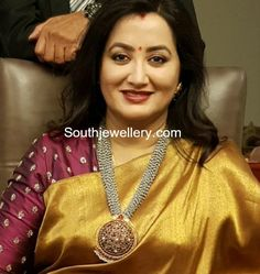 Discover thousands of images about Sumalatha in a pearls mala photo Indian Jewellery Design, Indian Jewelry, Jewellery Designs, Indian Necklace, Gold Necklace, Simple Necklace, Beaded Necklace, Bridal Jewelry, Gold Jewelry