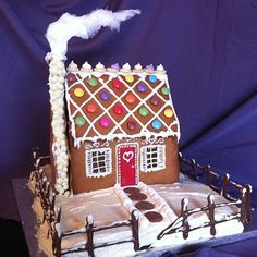 Christmas Gingerbread House and loads more gingerbread ideas at Party Ideas UK http://www.partyideasuk.co.uk/library/cakes/gingerbread/christmas-gingerbread-house.aspx