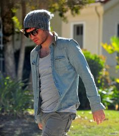 Casual Ed Westwick so rugged so sexy.