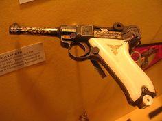 08 that belonged to Ernst Udet Weapons Guns, Guns And Ammo, Luger Pistol, Ww2 Propaganda Posters, German Soldiers Ww2, Gun Art, Custom Guns, Fire Powers, Angel Dust