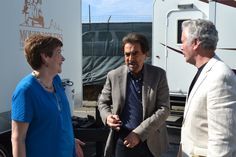 Light moments with Joe Mantegna on the set of Criminal Minds. The mobile dressing rooms for the stars are in the background. (merletemple.com)