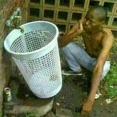Its funny cuz the bucket has holes n it! Gym Humor, Workout Humor, Memes Estúpidos, Funny Memes, Cod Memes, True Memes, Karl Otto, Gymaholic, Hopes And Dreams
