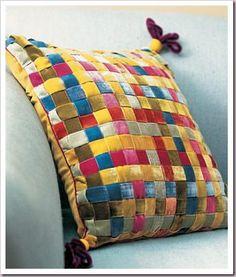 Оригинальная подушка из бархатных лент. МК | своими руками | Постила