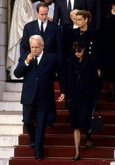 Lors des obsèques de Stefano Casiraghi en 1992 - 50 photos pour les 50 ans de Stéphanie de Monaco - Gala