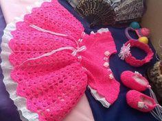 Vestido, zapatos y diadema todo a crochet, sobre pedido inbox, hago envios Burlap Wreath, How To Make, Decor, Vestidos, Head Bands, Crocheting, Zapatos, Decoration, Dekoration