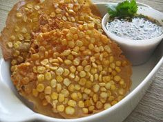 We love easy Burmese recipes and Fried Split Chickpeas (Pay Kyaw) is definitely in this category! Burmese Desserts, Burmese Recipes, Indian Food Recipes, Asian Recipes, Ethnic Recipes, Chinese Recipes, Myanmar Food Recipe, Burmese Food, Gourmet Breakfast