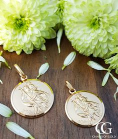 Engrave your own message on our solid Yellow Gold St Christopher Necklace. St Christopher Necklace, St Christopher Medal, Saint Christopher, Men Necklace, Personalized Jewelry, Precious Metals, Sterling Silver Jewelry, Vintage Items, Jewels