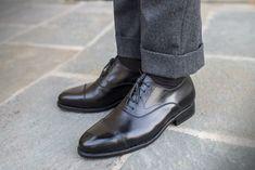 El zapato que todos debemos tener. The Bogart by Crownhill. | SinAbrochar Mature Mens Fashion, Men Fashion, Humphrey Bogart, Leather Men, Leather Shoes, Brogues, Loafers, Fashion Essentials, Men S Shoes