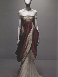 I love a good Sari (or Sari inspired outfit) Alexander McQueen's Sari Dress from Fall 2008 collection. ( He will be missed. Sari Dress, Dress Up, Style Haute Couture, Vestidos Vintage, Fantasy Dress, High Fashion, Womens Fashion, Indian Fashion, Mode Vintage