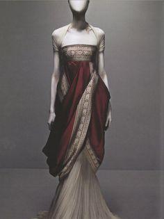 Me lo llevo puesto. De hecho, no me lo quito desde le primer día que lo vi. Alexander McQueen's Sari Dress from Fall 2008 collection. ( He will be missed... )