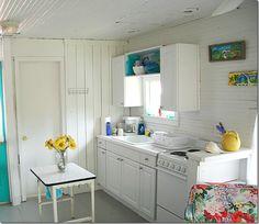 Sweet little cottage kitchen. Cottage Style Homes, Beach Cottage Style, Coastal Style, Coastal Decor, Beach Cottage Kitchens, Home Kitchens, Retro Kitchens, Dream Kitchens, Beach Chic Decor