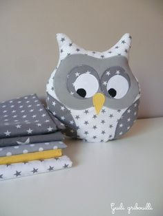 Cushion owl musical white and gray starry: Child's room, baby by guiligribouilli Source by alaintiphaine Owl Sewing, Sewing For Kids, Baby Sewing, Diy For Kids, Baby Couture, Couture Sewing, Owl Crafts, Diy And Crafts, Owl Pillow