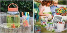 area de niños con pompas de jabón y lápices de colores