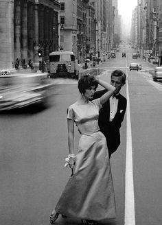 (Betsy Pickering on Wall Street, photo by Jerry Schatzberg, Vogue 1958)