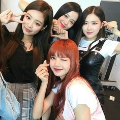 BLACKPINK has won the hearts of even the hottest actors in Hollywood! Kpop Girl Groups, Korean Girl Groups, Kpop Girls, Kim Jennie, Yg Entertainment, Forever Young, Girls Generation, K Pop, Rapper