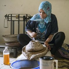 Argan oil – Traditional method of extraction Body Is A Temple, In Cosmetics, Argan Oil, India Beauty, Ayurveda, Earthy, Morocco, Beauty Women, Health And Beauty