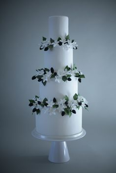 Blackberry wedding cake/Victoria Made