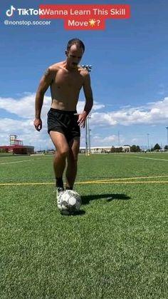 Soccer Footwork Drills, Soccer Practice Drills, Football Training Drills, Football Workouts, Soccer Memes, Soccer Tips, Soccer Videos, Football Tricks, Soccer Motivation