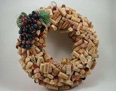Wine Cork Wreath Wine Cork Wreath, Wine Cork Crafts, Christmas Tablescapes, Christmas Projects, Crafts To Do, Burlap Wreath, Projects To Try, Wine Corks, Wreaths