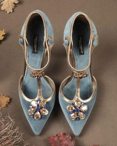 If you want to find very comfortable wedding shoes you have two top choices, one is to wear cowgirl wedding boots (as many of our readers choose). However, cowgirl boots aren't for everyone, even i… Pretty Shoes, Beautiful Shoes, Cute Shoes, Me Too Shoes, Gorgeous Gorgeous, Gorgeous Heels, Awesome Shoes, Bridal Shoes, Wedding Shoes