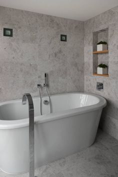 Stone tiles around the tub | Usual House
