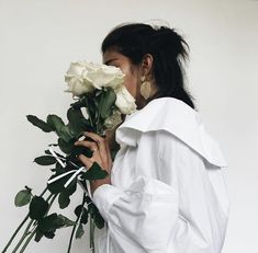 take to the streets Manon Et Anais, Aesthetic Photo, Aesthetic Girl, Poses Photo, Profile Pictures Instagram, Photography Pics, Woman Photography, Girls With Flowers, Foto Instagram