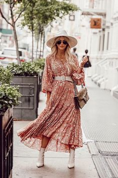 The hottest styles of dresses including pretty boho florals, paisley patterns, tiered dresses, sweater dresses and cute casual dresses too. Source by thefashionfuse summer Casual Dresses Cute Casual Dresses, Modest Dresses, Fall Dresses, Simple Dresses, Sweater Dresses, Summer Dresses, Chiffon Dresses, Bride Dresses, Dress Casual