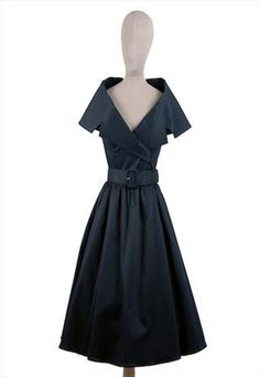 Gorgeous!!!  Love the neck line on this 50s style dress
