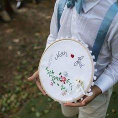 """259 Likes, 14 Comments - MARCELLA LISA • wedding blog (@berriesandlove) on Instagram: """"O casamento de hoje está tão lindo que já aviso que vai ter overpost! Amei esse porta aliança feito…"""""""