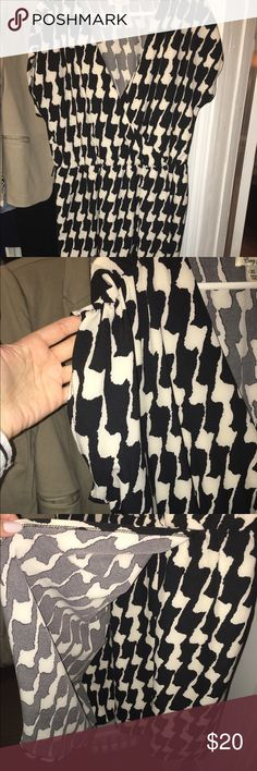 HOUNDSTOOTH FAUX WRAP DRESS EUC WORN ONCE. VERY COMFY. STRETCHY RAYON BLEND. IT HAS BELT LOOPS BUT I LOST THE BELT. Dresses Midi