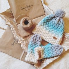 Knitted gradient hat and gloves