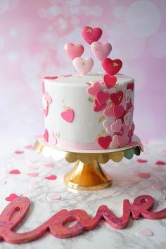 Lendário Klopft euer Herz für eine ganz bestimmte Person, gibt es auch in eurem Leben Me . Valentine Desserts, Valentines Day Cakes, Fondant Cakes, Cupcake Cakes, Fondant Cake Decorations, Heart Cakes, Pecan Cake, Salty Cake, Drip Cakes
