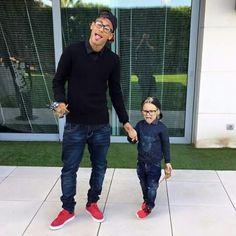 Neymar and Davi Lucca Neymar Jr, Psg, Fc Barcalona, Fc Barcelona Neymar, Dani Alves, Soccer News, Famous Men, Stylish Kids, Lionel Messi