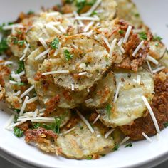 Recipe, grocery list, and nutrition info for Crispy Oven-Baked Garlic Parmesan Fries. Homemade Garlic-Parmesan fries that are coated with olive oil and crispy panko crumbs, then oven baked to golden perfection. Garlic Parmesan Fries, Baked Garlic, Parmesan Potatoes, Garlic Chips, Parmesan Chips, Oven Potatoes, Cheese Potatoes, Sliced Potatoes, Roasted Potatoes