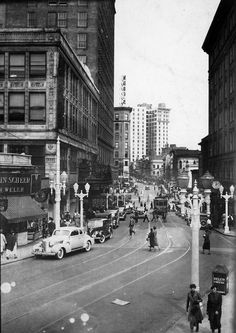 1938 view of Peachtree Street looking north from Five Points. - Atlanta (from Atlanta History Center) Georgia Usa, Georgia On My Mind, Atlanta Georgia, Atlanta Midtown, Local History, Best Cities, Old Pictures, Night Life, American History