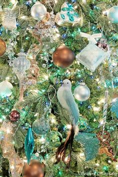 OMG, I love this color palette!! think I'm gonna do it this year (with a little help of some spray paint to save on new ornaments ;) Turquoise, Copper, & Silver Color Scheme: Breathtaking!