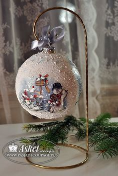 Decoupage ornaments (i like the stand) Christmas Decoupage, Painted Christmas Ornaments, Hand Painted Ornaments, Noel Christmas, Homemade Christmas, Christmas Tree Ornaments, Christmas Decorations, Ball Ornaments, Christmas Projects