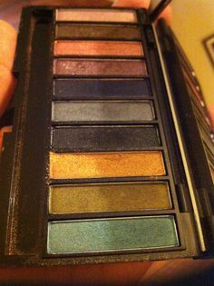 Luxe clutch eyeshadow palette with mirror. From Avon. Lightly used only 3 out of the 10 colours. Eyeshadow brush is used. but I can toss out, or wash if wanted. $5
