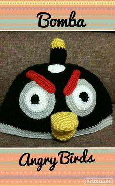 Touca em crochet do personagem Bomba do Angry Birds.