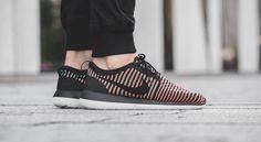 """Roshe Two Flyknit """"Bright Crimson"""" - Sneaker Nike Roshe Two, Latest Sneakers, Adidas Sneakers, Kicks, Bright, Hypebeast, Shoes, Live, Black"""