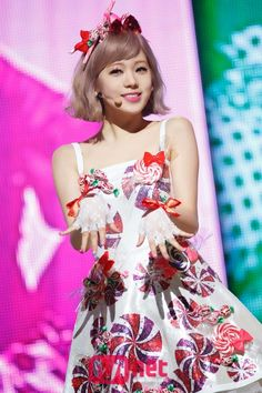 LIZZY - After School and 1 of the 3 in the sub group Orange Caramel.  Two nice hand prints on her dress - should have cleaned her hands!  AMx