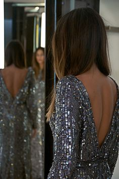 love the back V detail